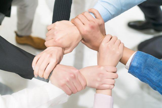 携手同行,北京亿文思咨询有限公司与龙途互动建立战略合作